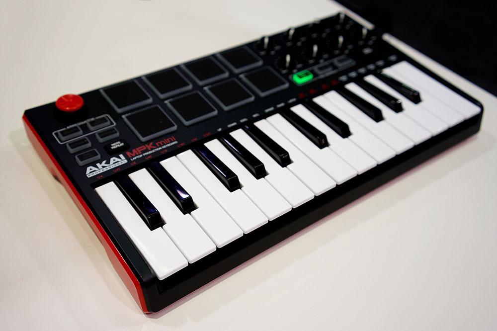 le AKAI MPK mini, un clavier maître MIDI parfait pour les home studio